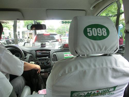 hoc-lai-xe-de-lai-taxi